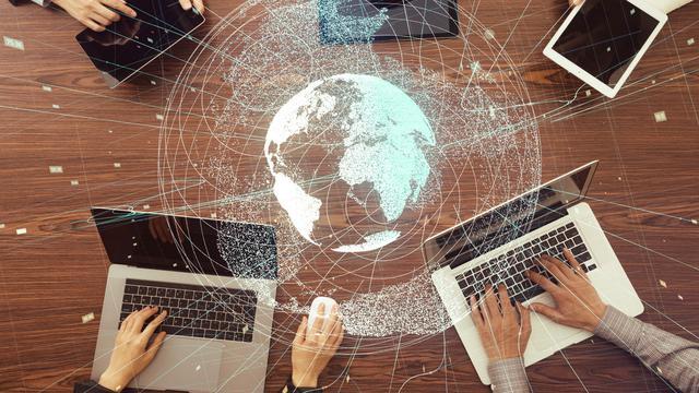 Pengaruh Media Pada Kebudayaan Negara & Bisnis di Industri Media